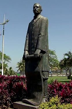 Statue of Saturnino de Brito in the Santos waterfront garden